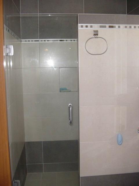 Puertas De Baño Metalicas: 640 jpeg 93kB, Puerta para Baño con cristal templado claro de 3